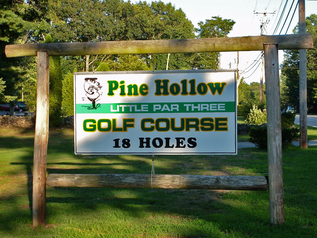 Entrance sign for Pine Hollow Little Par 3